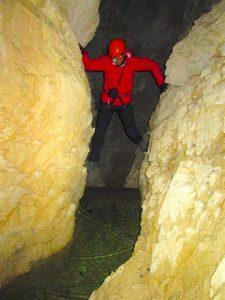 Uno dei passaggi all'interno della Grotta del Fumo